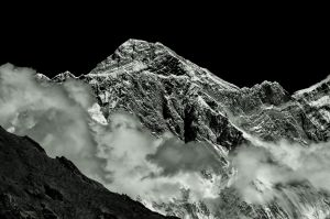 nepal-web-bw-everest-.jpg